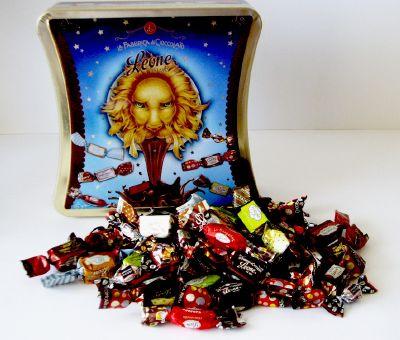 Bonbons au chocolat assortis en boite métal cadeau